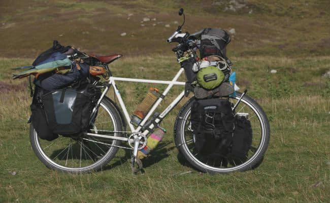 ejemplo de bicicleta Trekking en el campo